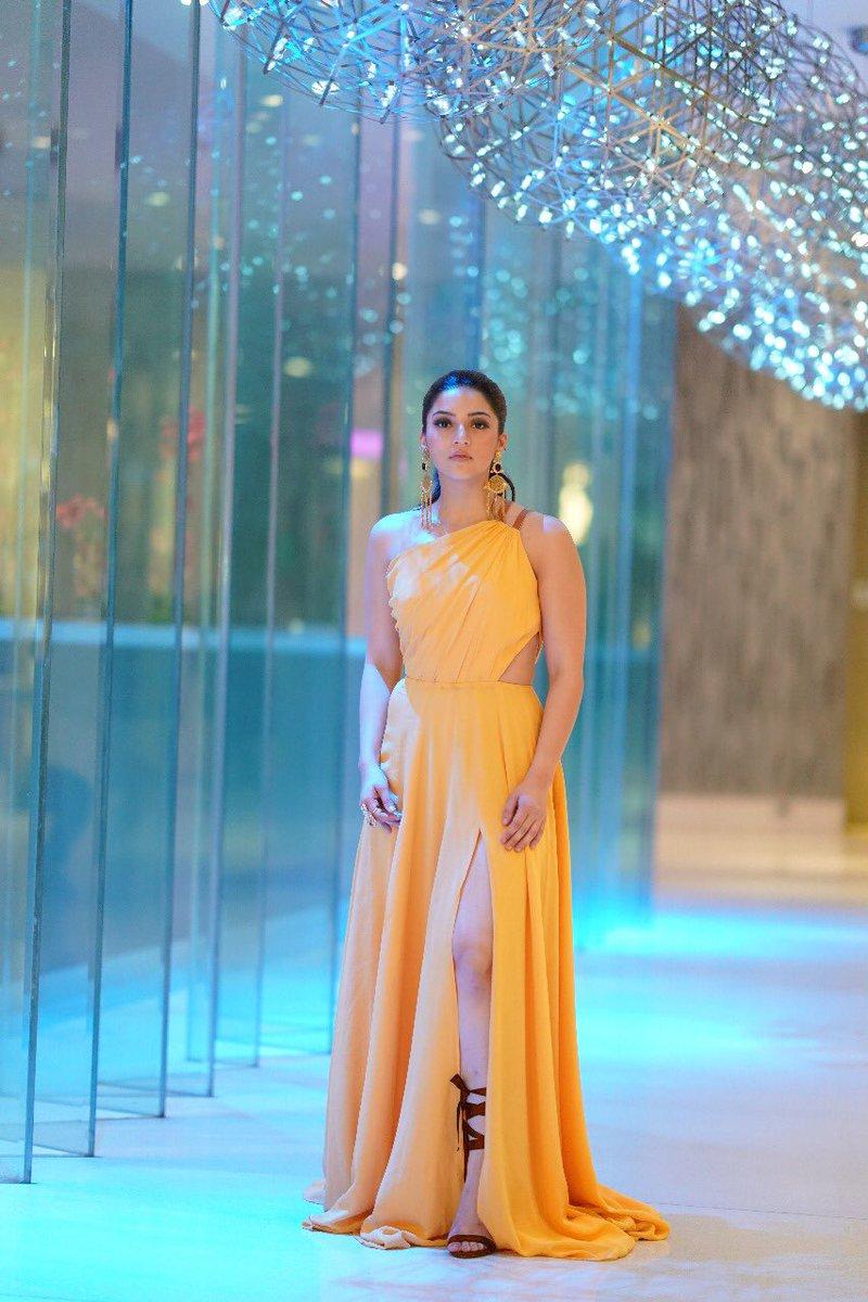 Zee Apsara Awards Mehreen Kaur Pirzada